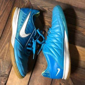Nike Gato